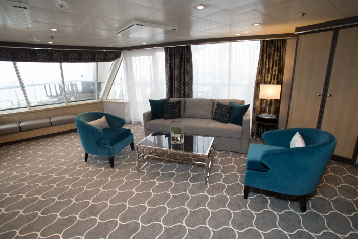 Aqua Theater Suite with Balcony onboard Harmony of the Seas.