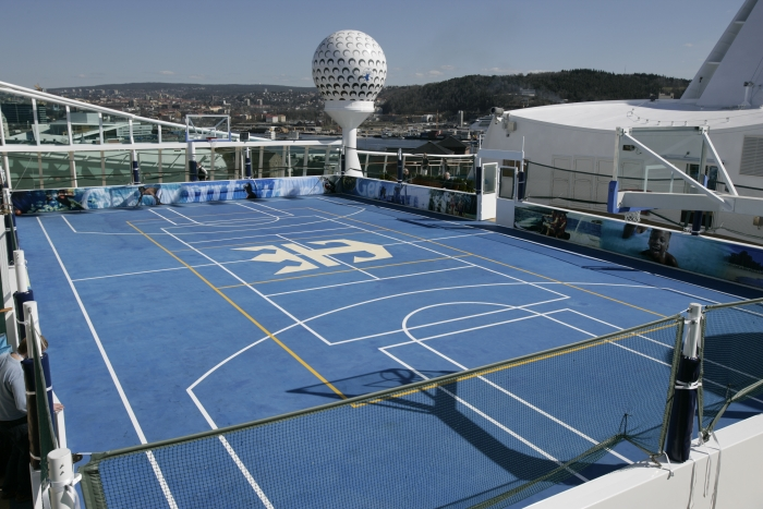 Sports court on Independence of the Seas