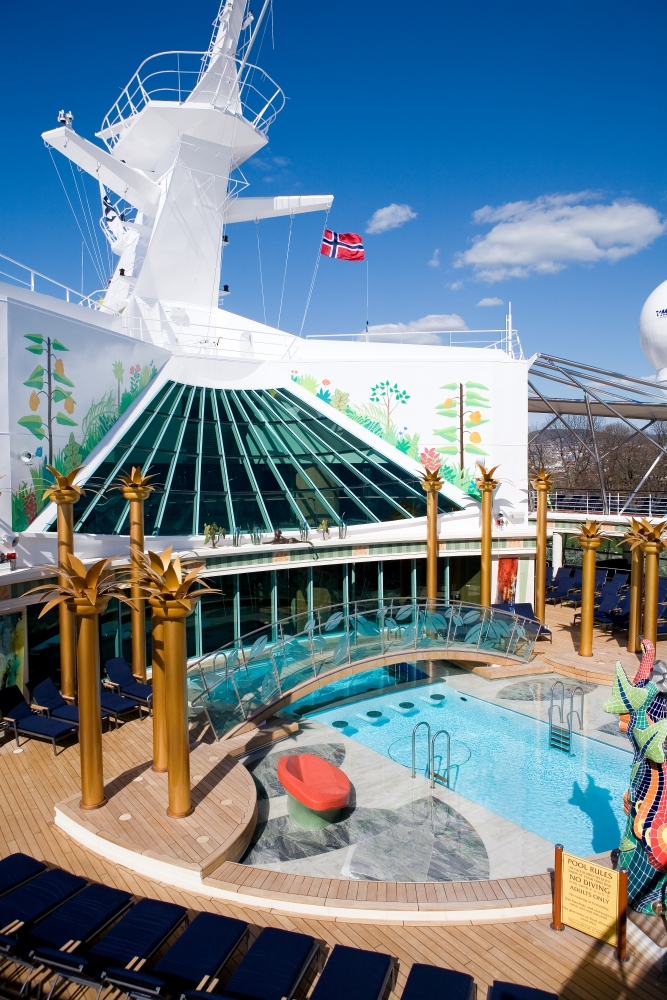 Solarium onboard Independence of the Seas.