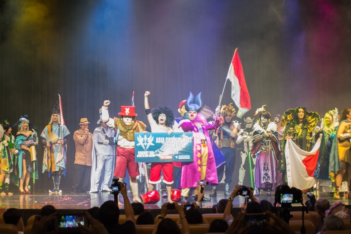 The newly-crowned Indonesian team (centre) on stage on Mariner of the Seas.