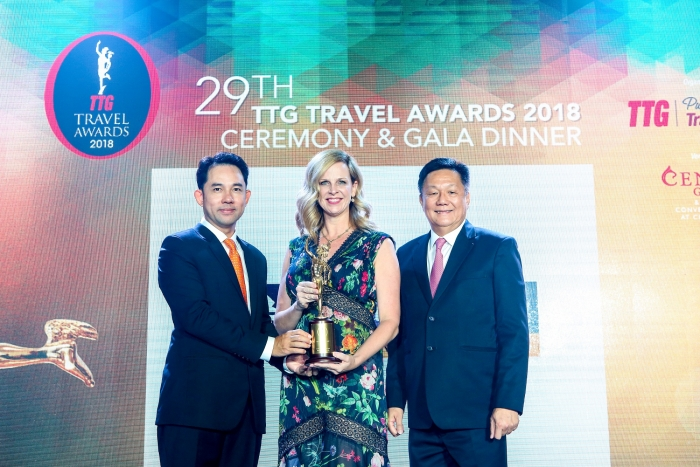 Angie Stephen, Managing Director, Asia Pacific of Royal Caribbean Cruises Ltd. accepting Best Cruise Operator at the 2018 TTG Travel Awards.