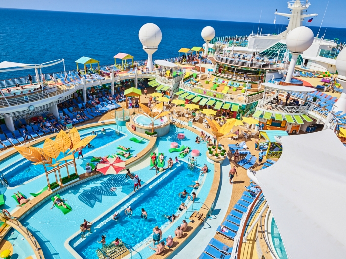 "March 2019 - Navigator of the Seas' Caribbean resort-style poolscape touts more pool for everyone – even a Splash Pad for tots – a new, signature bar, The Lime and Coconut; and tasty dining options Johnny Rockets Express and Mexican ""street fare"" at El Loco Fresh."
