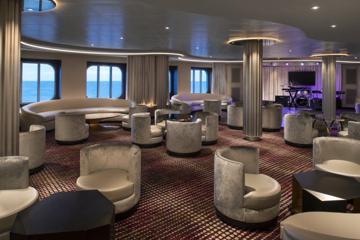 Family and friends can belt out and sing like stars at Star Moment, a new lively and energetic karaoke venue debuting on board Spectrum of the Seas.