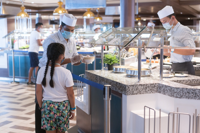 December 2020 – Quantum of the Seas 18 restaurants, bars and lounges have been thoughtfully transformed for healthier and safer dining. At Windjammer Marketplace, previously a self-service experience, dedicated crew now serve guests and offer a greater variety of grab-and-go items.