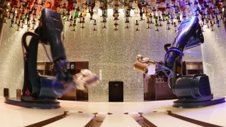 Bionic Bar powered by Makr Shakr Timelapse onboard Quantum of the Seas