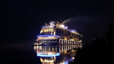 Ovation of the Seas Conveyance from Meyer Werft Shipyard Vinfographic
