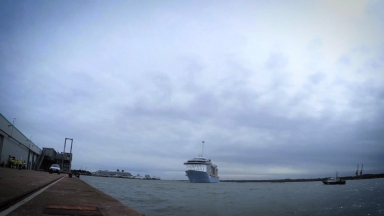 Ovation of the Seas'  First Arrival in Southampton Timelapse