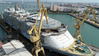 World's Largest Cruise Ship Gets Amplified: Oasis of the Seas Construction Update